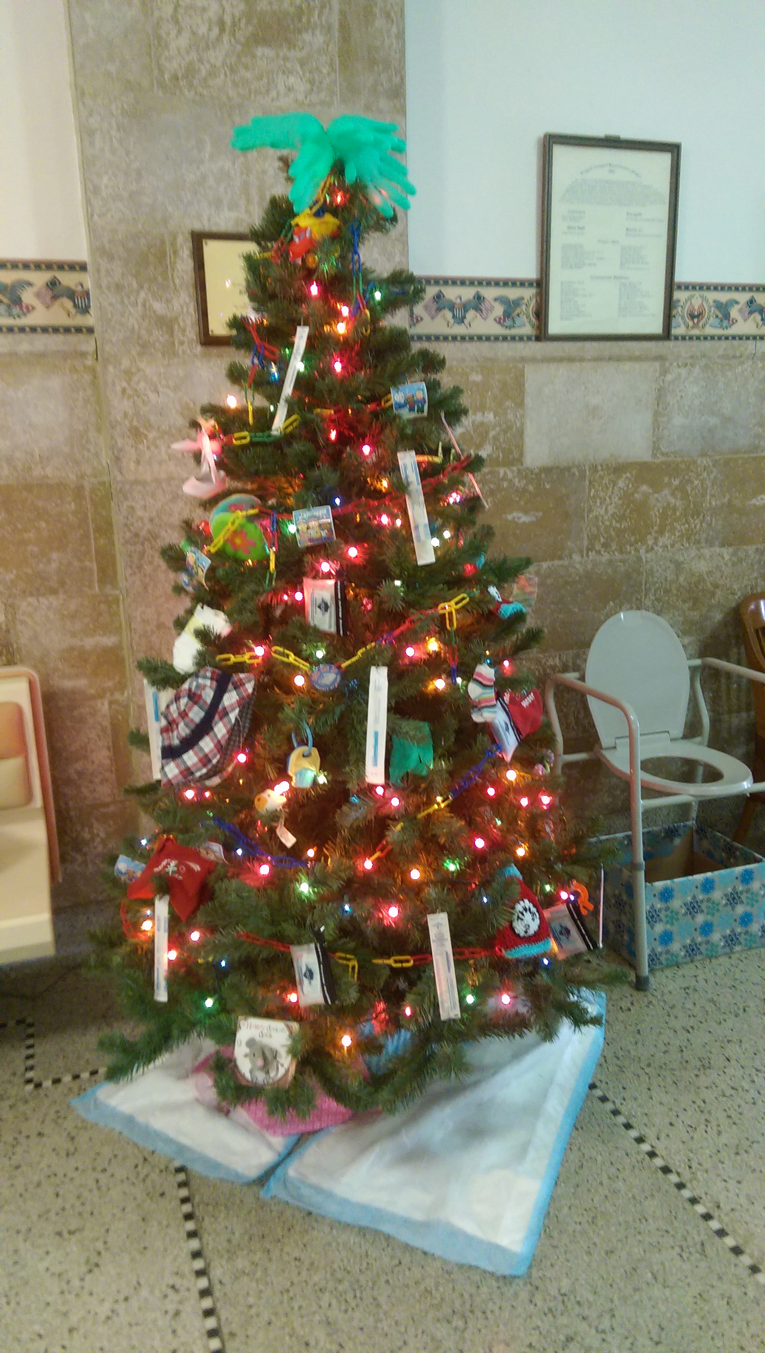 Public Health Participates In Courthouse Christmas Tree